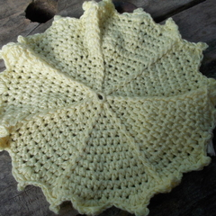 Round crochet washcloth in yellow bamboo fibre