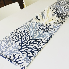 Hampton's style table runner. Blue and white coastal table linen 🌴