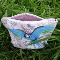 Lined pouch with parrots