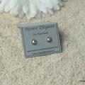 Round, Sterling Silver, stud earrings