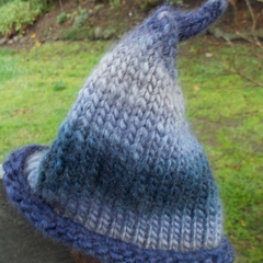"child's knitted ""leaf"" hat. newborn size made from wool and soy in blues."