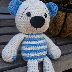 Cute and Snuggly Little Amigurumi Teddy