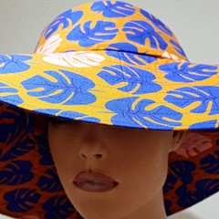 SUN HAT WIDE BRIM MONSTERA PRINT