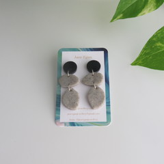 Duo Stone drops with Black