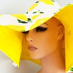 LOTS OF LEMONS WIDE BRIM SUMMER SUN HAT