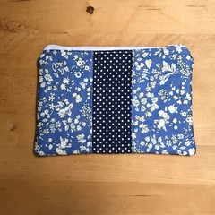 Blue and white flowers purse
