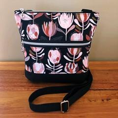 Protea black  - Crossbody Handbag