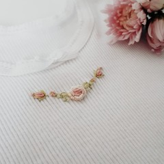 Hand-Embroidered Rosebud Wreath Baby Singlet