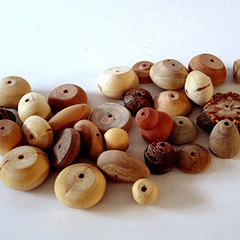 Toys of Wood bag of 20 natural wooden beads