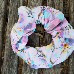 Devonport Scrunchie in Carnival print.