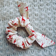 Christmas Scrunchy - white with red reindeers