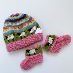 Pink sheep baby beanie and Matching Booties - up to 4 months - Hand knitted