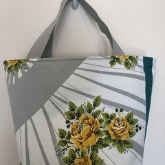 Shopping or general-purpose tote bag – retro roses