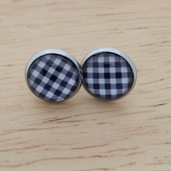 Glass dome stud earrings Black and white check