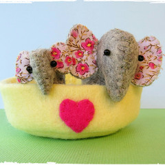 Felt Elephant Nest - Family - Mother & Baby miniature toys -