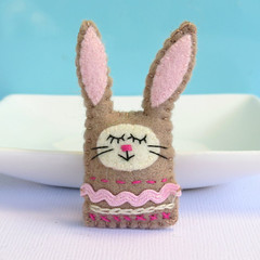 Handmade rabbit brooch, wool felt bunny, rabbit pink, Easter gift