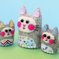 Miniature Felt Cat Family - Kitty Mother and Baby Kitten Mini Toys