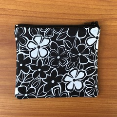 Black and White Daisy coin purse
