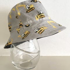 Boys summer hat in grey construction fabric