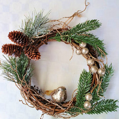 Small Christmas Wreath - Twisted Vine with Glittery Gold Bird (Small - 25cms )