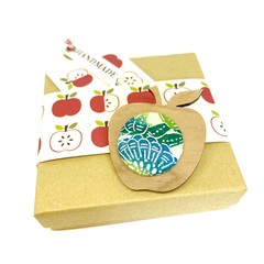 Apple for the Teacher Brooch - Emerald Blossom
