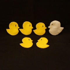 5 little ducks and Mother duck finger puppets