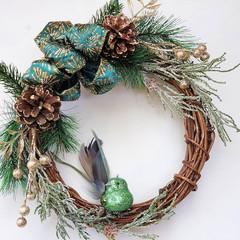 Christmas Wreath (25cms)- Twisted Vine Wreath with Green Bird