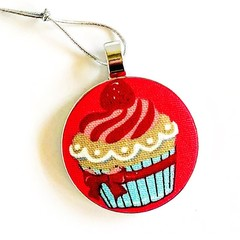 Cupcake Christmas Ornament - Vanilla Raspberry
