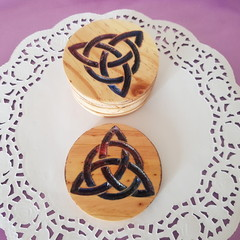 Set of 6 coasters, with poured art. Decorative artistic coasters celtic design