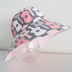 Girls wide brim summer hat in guitar fabric