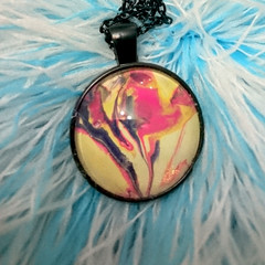 MARBLED ROUND PENDANT WITH CHAIN- Multicoloured Marbling Under a Glass Cabachon