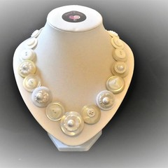 Pearly White button necklace