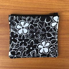 Coin Purse - Black and White Daisy