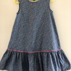 Lovely dress size 5, loose fit and ruffle
