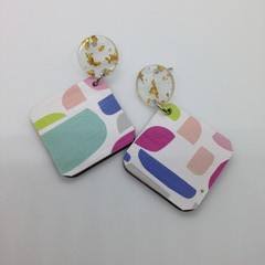 Abstract irregular shape print with clear/gold fleck earrings