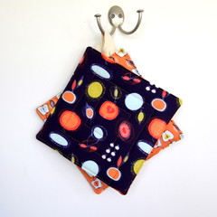 2 x Reversible Pot Holders - Apples on Orange