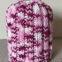 Hand knitted beanie (0-3 months)