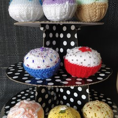 Knitted cupcakes