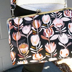 Protea Carpetbag with crossbody strap