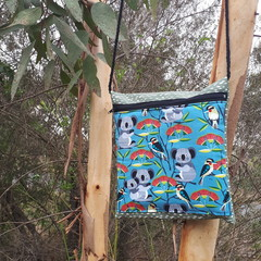 KOALA POUCH/CROSS BODY ZIPPER BAG