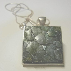 Silver tray with Eggshells pendant necklace in green