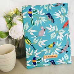 Beautiful Australian Animals padded book sleeve. Booksleeve with Closure