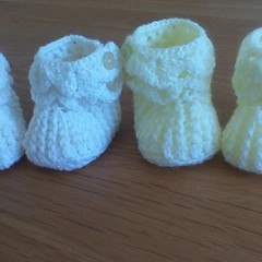 BABIES CROCHETED BOOTEE'S IN WOOL TO FIT 0 TO 3 MONTHS