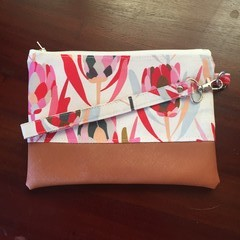 Wristlet zipper purse