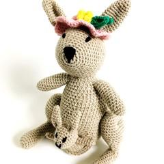 Mrs Roo and Joey / Kangaroo Softie / crochet softie