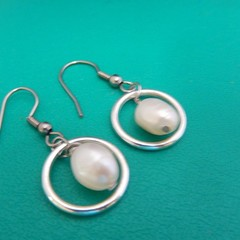 Freshwater pearls, white or purple handmade circle silver tone elegant hook earr