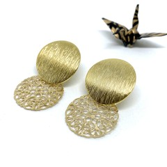 Gold vintage round charm stud earrings