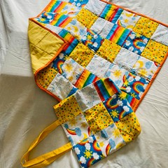 Bright baby quilt with matching tote