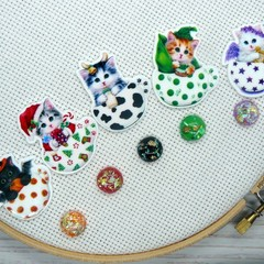 Needle Minder | Teacup Kitty #2 | Magnet for Cross Stitch & Embroidery