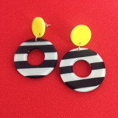 Acrylic black & white donut earrings